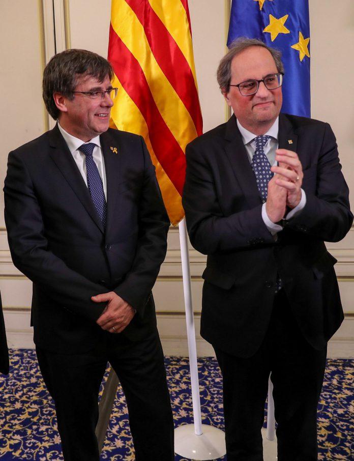 Puigdemont (i) y Torra durante su acto en un hotel de Bruselas.