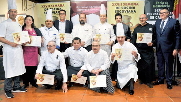 Los cocineros de los restaurantes participantes posaron en el inicio del acto de inauguración. / kamarero
