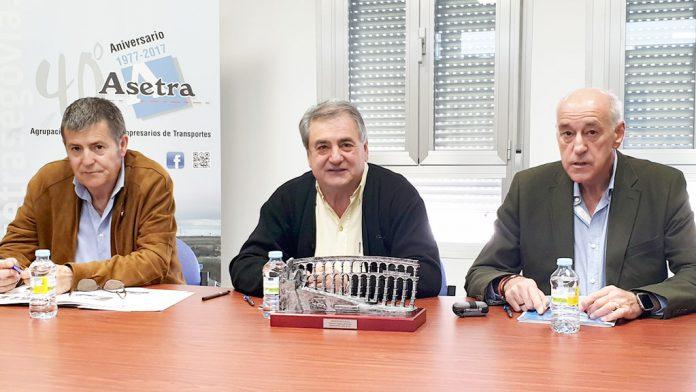 Desde la izquierda: Juan Carlos Esteban, Juan Andrés Saiz y Miguel Ángel González, ayer en rueda de prensa.