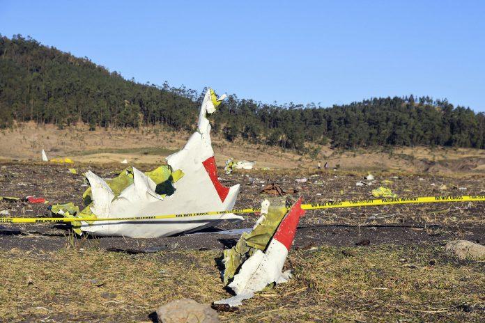 Detalle de los restos del avión Boeing 737 MAX accidentado en Etiopía, en el que volaban 157 personas.