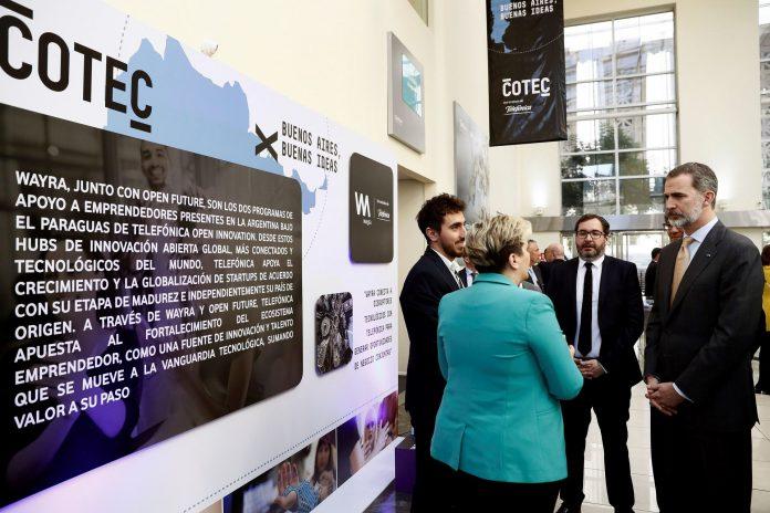 El rey Felipe VI durante la visita en Buenos Aires durante un acto sobre innovación tecnológica organizado por COTEC.