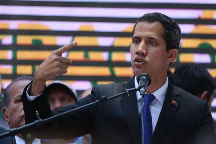 El contralor general explicó que la decisión se basa en una auditoría patrimonial iniciada contra Guaidó en febrero.