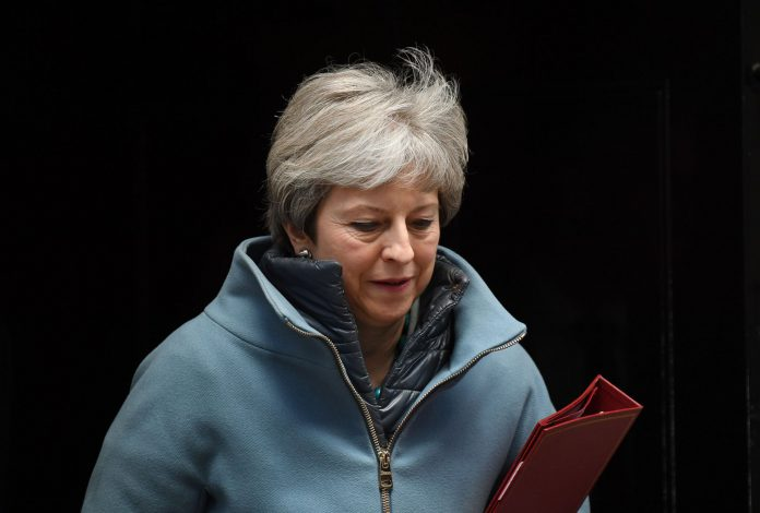 Theresa May seguirá discutiendo con los parlamentarios para lograr su respaldo a una nueva votación.