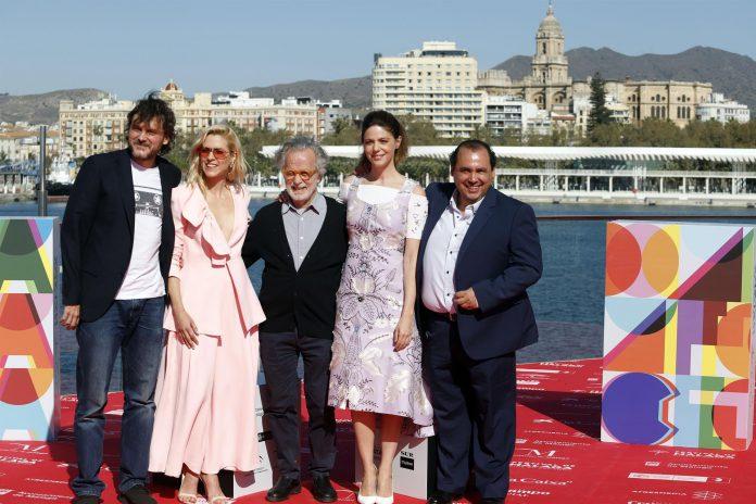 La nueva película de Fernando Colomo es una carta de amor a Cádiz y al carnaval en sí mismo.