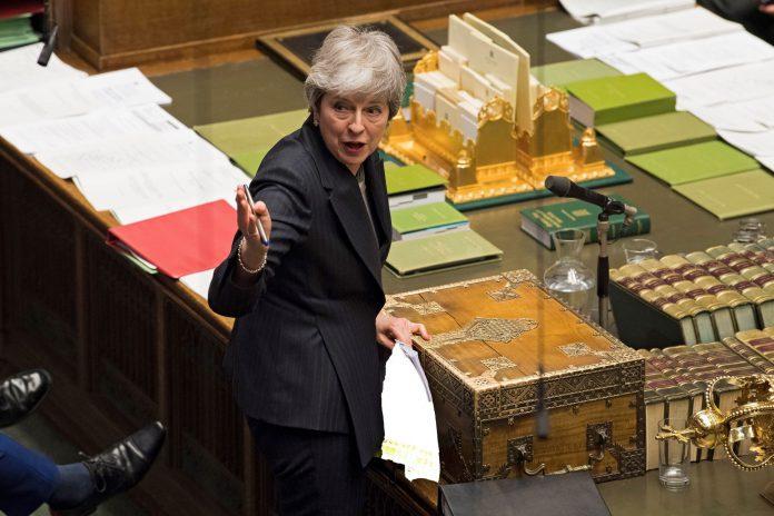La primera ministra del Reino Unido, Theresa May, solicita formalmente al bloque europeo una prórroga del brexit.