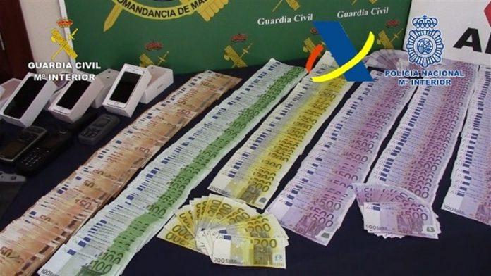 Durante las investigaciones los agentes intervinieron 633.335 euros y 24.125 libras esterlinas.