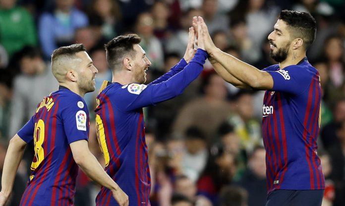 Suárez, Messi y Jordi Alba celebran uno de los goles del Barcelona.