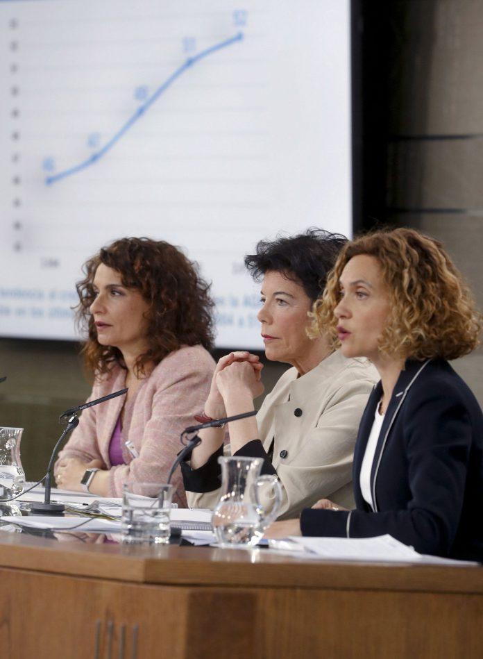 De i a d las ministras María Jesús Montero, Isabel Celáa y Meritxell Batet.