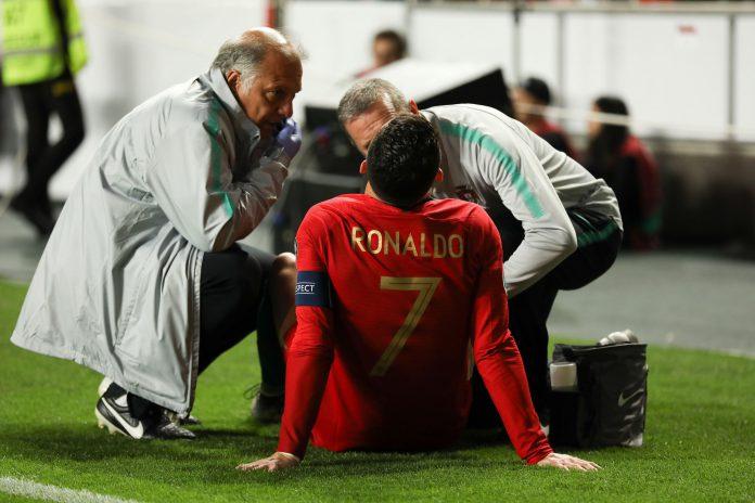 Cristiano Ronaldo se tuvo que retirar lesionado ante Serbia.