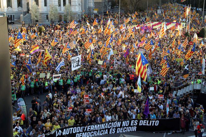 La manifestación recorrió las calles de la capital de España bajo el lema 'La autodeterminación no es delito'.