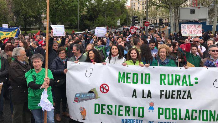 La presencia segoviana se notó en Madrid, sobre todo la de la comarca del nordeste, que acudieron con camisetas verdes. / EL ADELANTADO