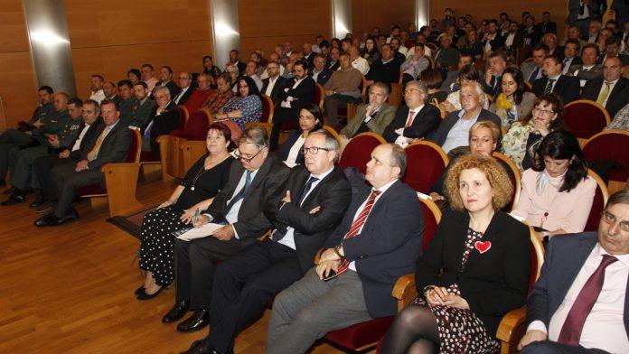 La Sala de la Fundación Caja Segovia acogió ayer a un significativo número de autoridades así como representantes del sector del transporte de la provincia en los XVIII galardones de Asetra.