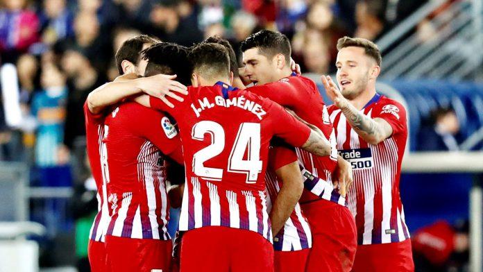 Los jugadores del Atlético de Madrid celebran el gol de Diego Costa en la amplia victoria en Mendizorroza.