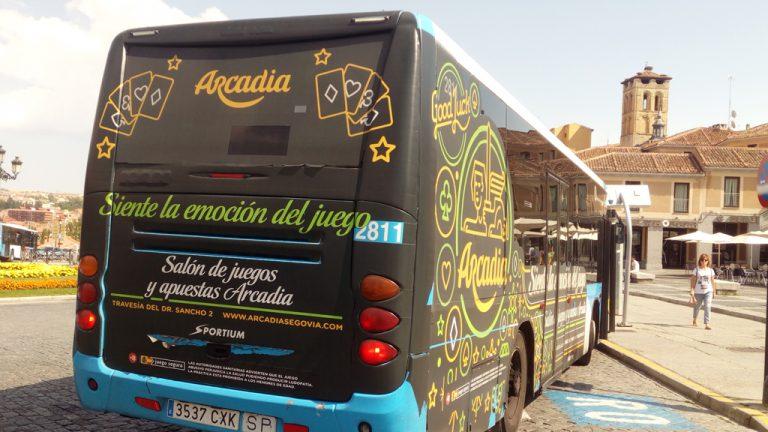 No hay respaldo legal para quitar la publicidad del juego de los autobuses