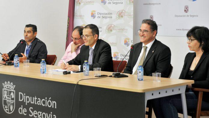 Desde la izquierda: Arturo Arranz, José Luis Herrero, Manuel Pacheco, Luis Enrique López y Rocío Olmos ayer en la mesa redonda 'Emprender en el medio rural'.