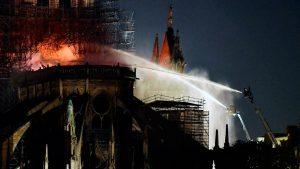 «Ha sorprendido que se echase agua a las bóvedas de Notre Dame»