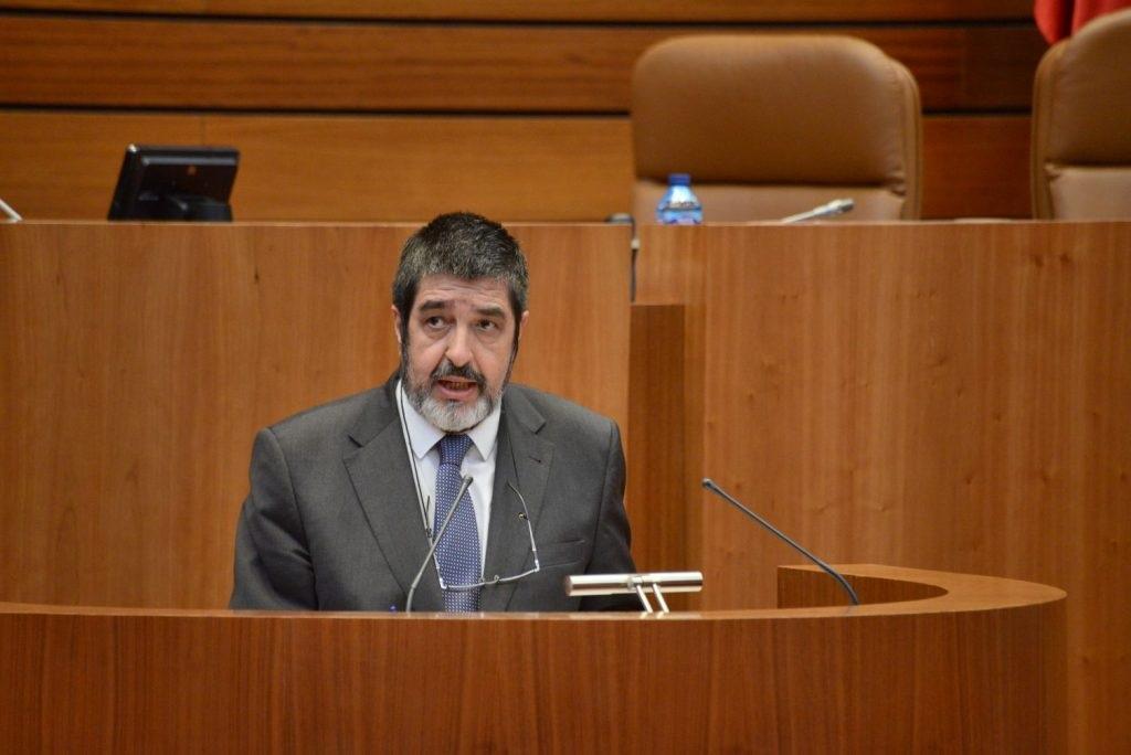 El procurador de Ciudadanos Manuel Mitadiel durante una intervención en el Pleno de las Cortes.