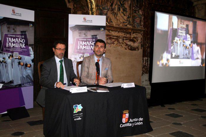 El director general de Turismo, Javier Ramírez (i), en la presentación del programa de Apertura de Monumentos.