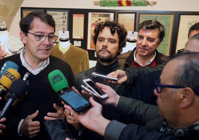El presidente del Partido Popular de Castilla y León, Alfonso Fernández Mañueco, atiende a los medios.