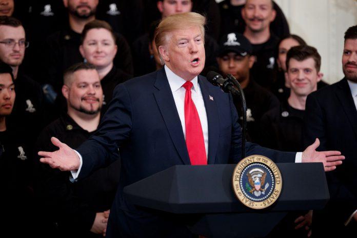 Donald Trump pronuncia un discurso durante una ceremonia del Proyecto Herido del Guerrero, en la Casa Blanca.