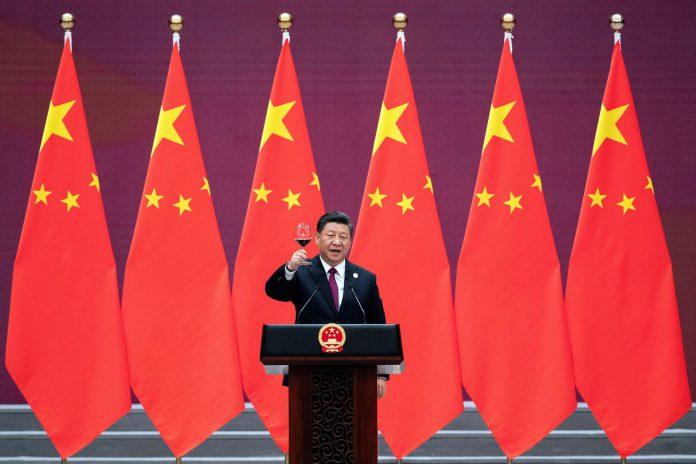 Xi Jinping brinda tras su discurso en el II Foro de la Ruta de la Seda.