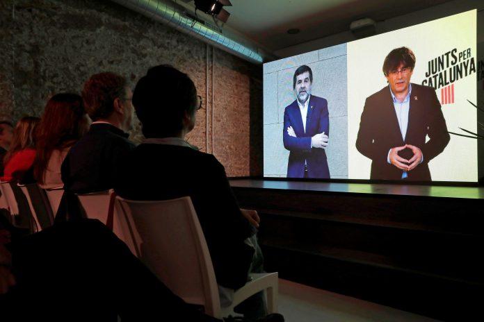 El expresidente catalán Carles Puigdemont y el cabeza de lista de JxCat para el 28A, Jordi Sànchez.