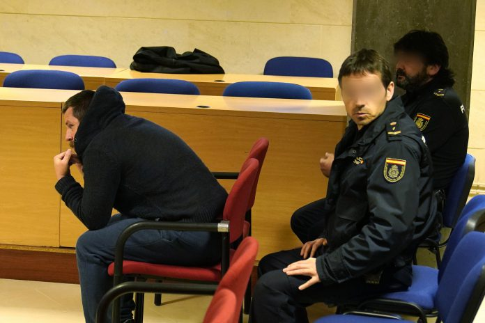 La sección sexta de la Audiencia Provincial de La Coruña considera que el móvil del agresor no fue el robo del móvil.