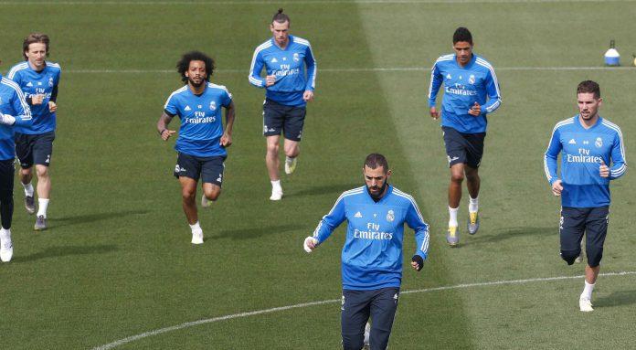 Los jugadores del Real Madrid, durante el entrenamiento de ayer en Valdebebas.