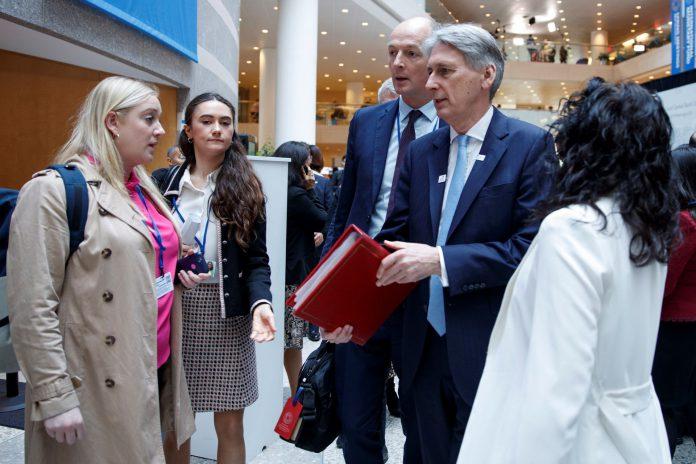 El Ministro de Finanzas, Philip Hammond, acude a la reunión del G20 en la sede del Fondo Monetario Internacional.