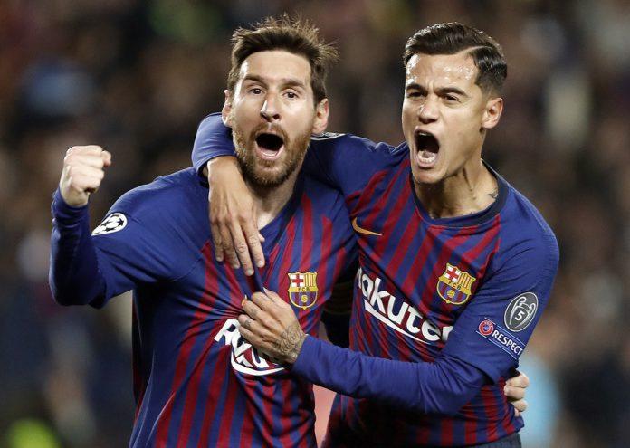 Leo Messi, autor de un doblete ante el Manchester United, celebra un gol con Coutinho, que marcó el tercero.