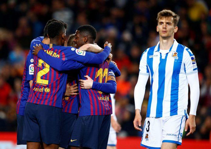 Los jugadores blaugranas celebran el segundo gol con el que se llevaron la victoria ante una combativa Sociedad.
