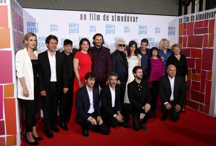 Parte del elenco de 'Dolor y Gloria', con la que Almodóvar compite en Cannes.
