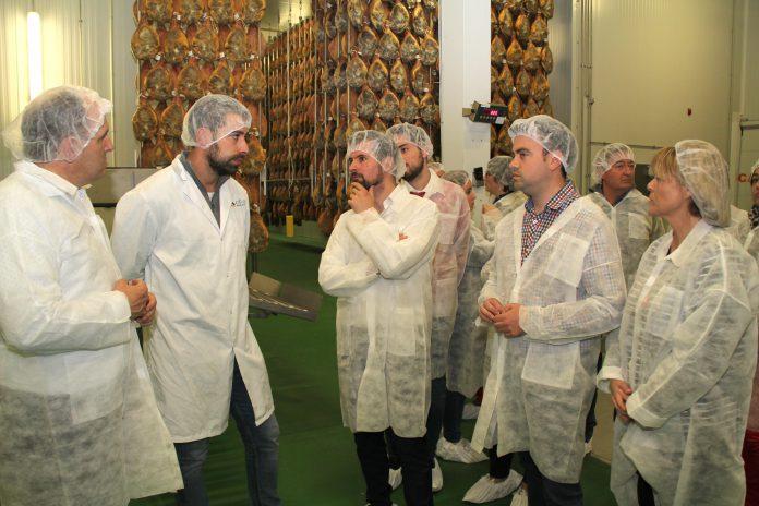 Luis Tudanca, José Luis Aceves, Carlos Fraile y Ana Agudíez visitaron, junto a candidatos socialistas, las instalaciones cuellaranas de Jamones Contodo.. /c. núñez
