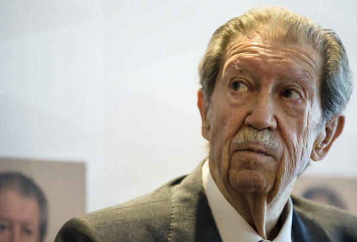 El poeta y articulista Manuel Alcántara.