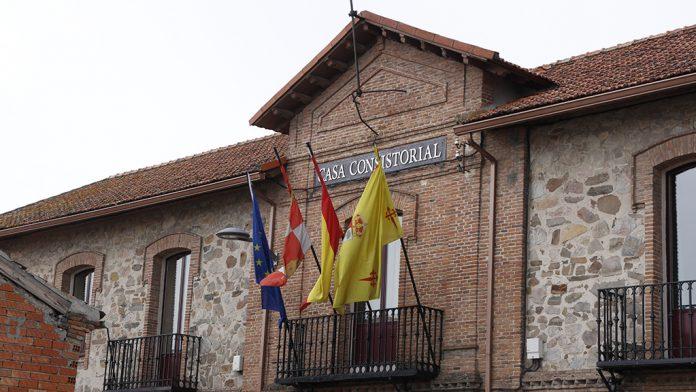 Fachada de la Casa Consistorial de la localidad.