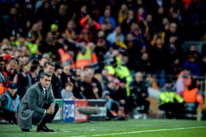 Ernesto Valverde, pensativo durante el partido de vuelta de semifinales de la Champions en Anfield.