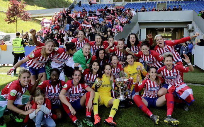 El Atlético celebra la consecución de su tercera Liga Iberdrola consecutiva.