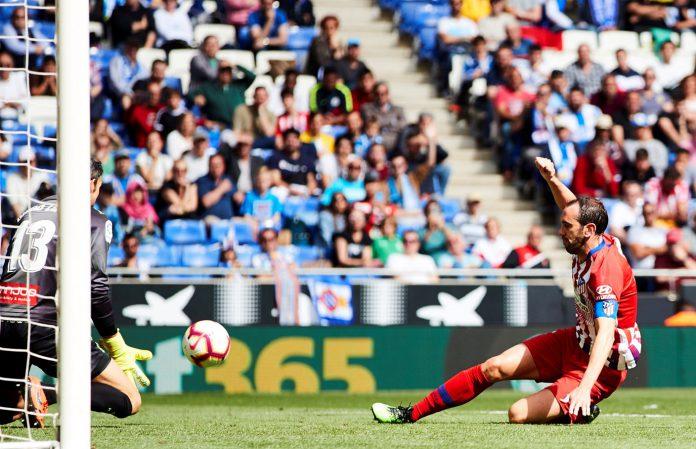 Godín, que afronta sus dos últimos partidos con el Atlético, se despide hoy del Metropolitano.