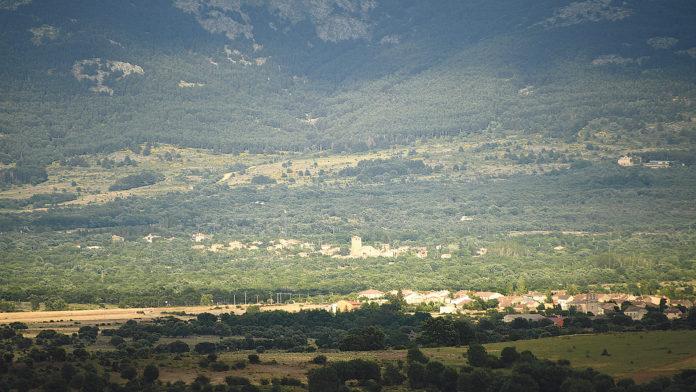 Vista general del pueblo desde el monte.