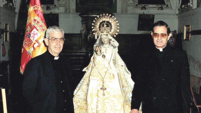 D. Rafael con D. Cipriano en la sacristía de la Fuencisla.