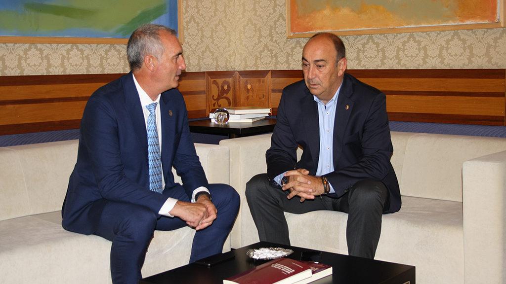 El presidente de la Diputación y la alcaldesa reciben a José Mazarías