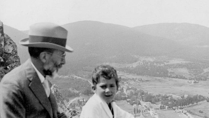 Ramón Menéndez Pidal con su nieto, Diego Catalán hacia 1934-1935. (FRMP).