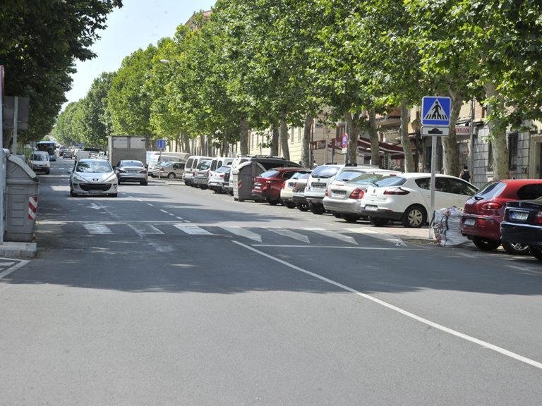 El Ayuntamiento estudia poner en marcha una 'zona Violeta' de aparcamiento