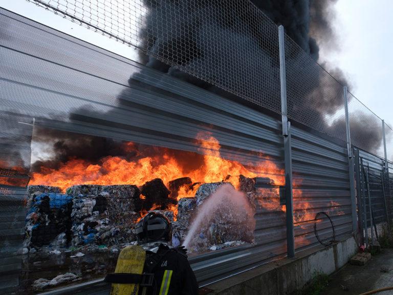 Incendio en una nave del póligono de Valverde del Majano