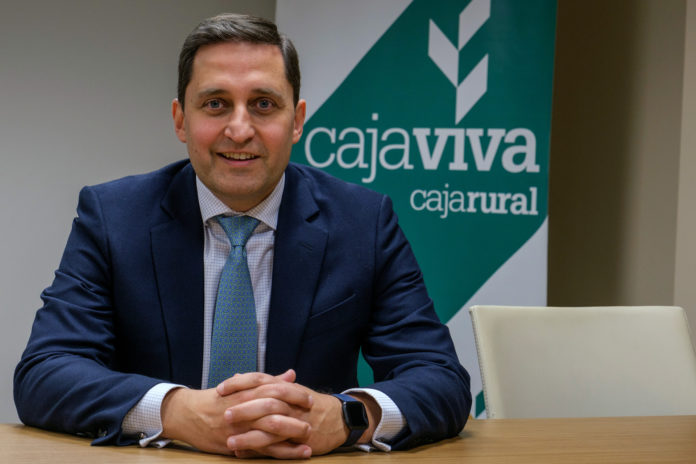 José María Chaparro Tejada, director general adjunto de Caja Viva-Caja Rural. Kamarero.