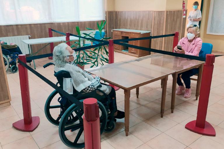 Las residencias permiten las primeras visitas a los mayores