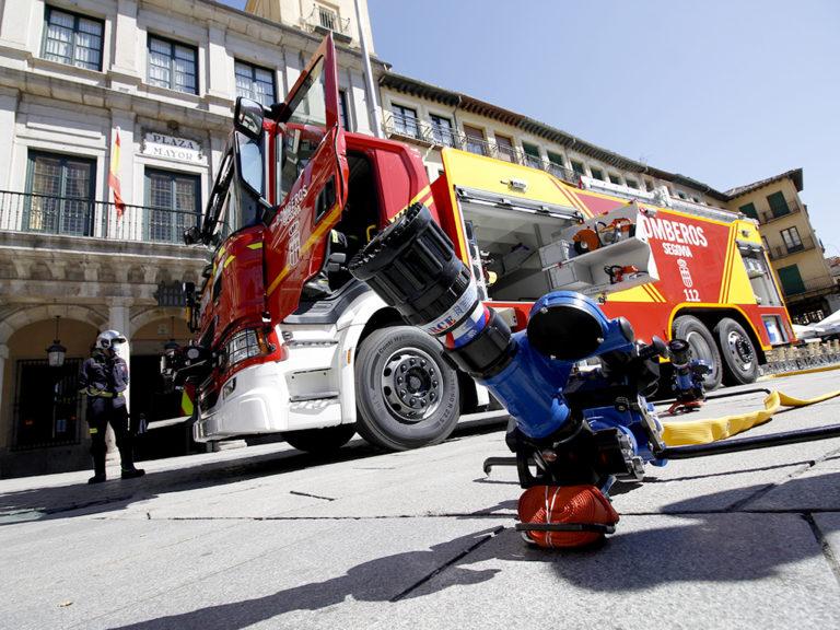 Galería fotográfica de la presentación del camión de bomberos autobomba nodriza