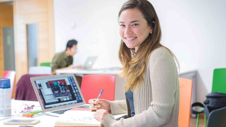 La biblioteca de IE University refuerza el modelo de Liquid Learning