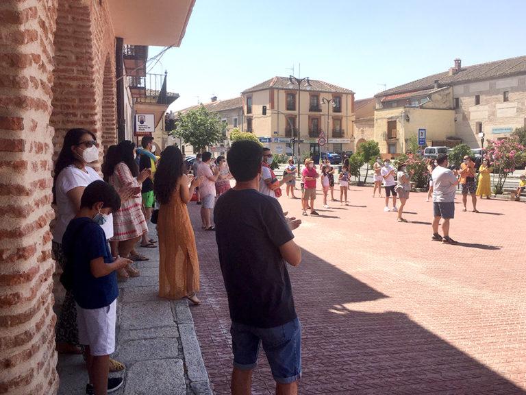 Casi 150 personas salen a la calle por el cierre de la piscina de Santa María
