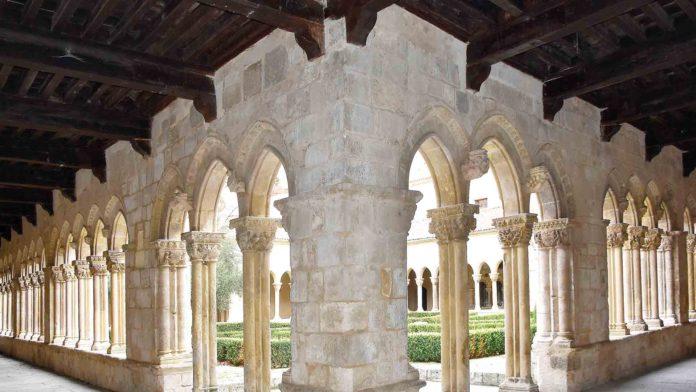 Claustro del monasterio de Santa María la Real de Nieva